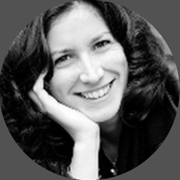 JULIA GOURLAY Associée — Directrice de création / Designer